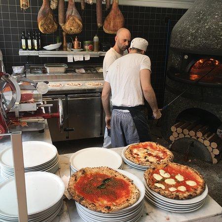 NONA: Heerlijke en originele pizza's