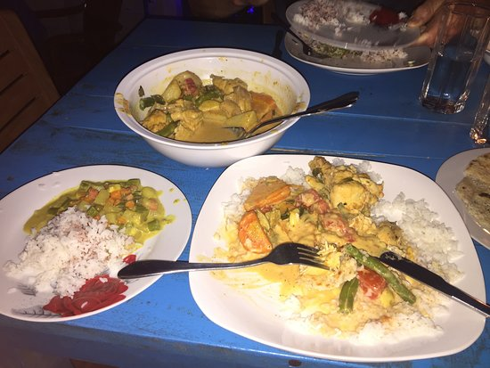 Chef Akila Kitchen : Chicken and Veg Curry