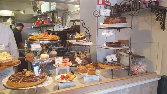 Queen of Tarts : The Dessert Case