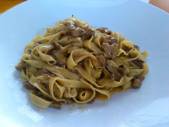 Santa Luce, Italy: Tagliatelle mit Pilzen