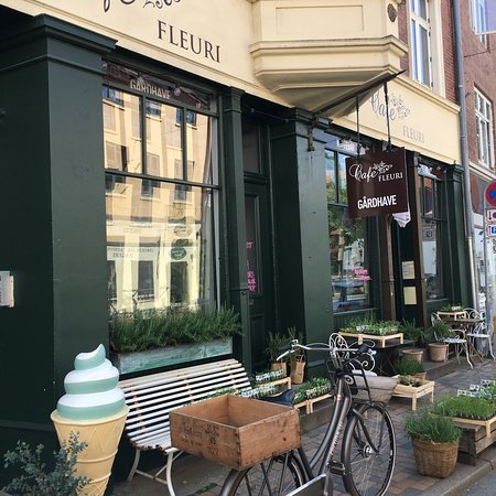 Cafe FLEURI Photo