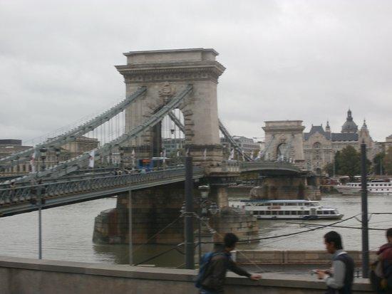 Szechenyi Chain Bridge: Ponte Széchenyi Lánchíd - Budapeste.