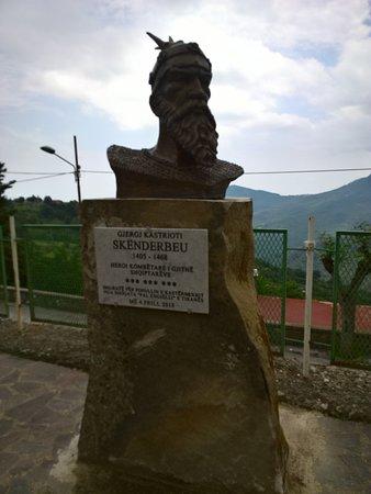 Castroregio, Włochy: Busto di Giorgio Castriota, detto Scanderbeg