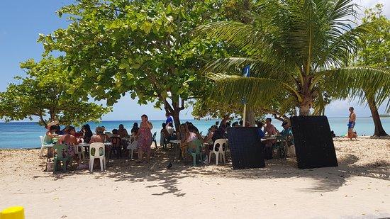 Tarzan Excursion Guadeloupe: déjeuner sur la plage du souffleur