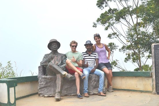 Sri Lanka Private Driver: At Lipton's seat in Haputale with our valuable guest