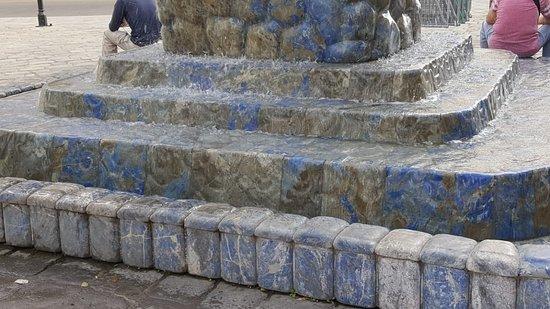 Lapis Lazuli Brunnen照片