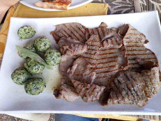 Molina di Ledro, Italy: Hotel e ristorante molto buoni