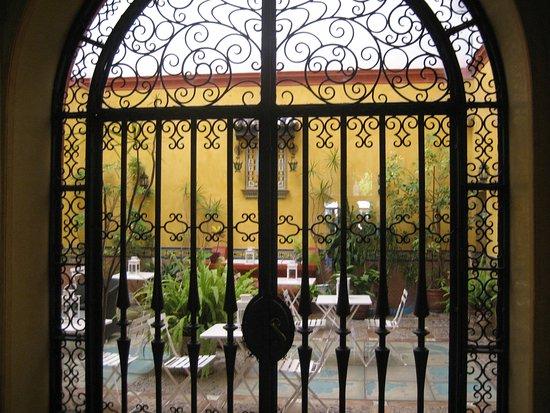 Hotel Sevilla: Plaza en la que se encuentra el hotel