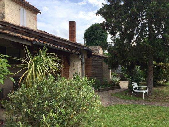 Mauvezin, Frankrike: Un petit bout du jardin !