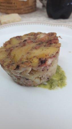 Davoli, Italia: Tortino di polpo e patate silane con pesto di pistacchiomdi Bronte