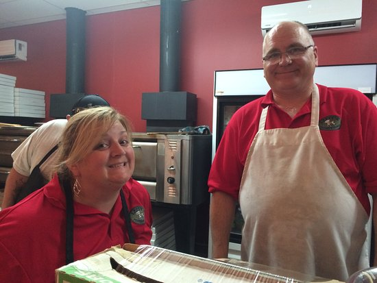 Lefty's Pizzeria & Lounge: Helpers