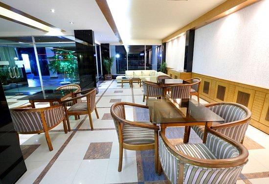 Uni Resort: Lobby setting area