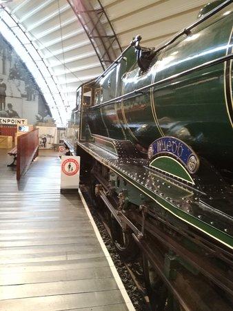 Ulster Folk Museum: Dobrze utrzymana stara lokomotywa