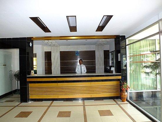 Uni Resort: Reception