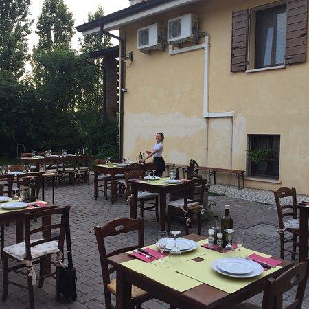Corte San Giovanni: Inizia l'estivo, si mangia sull'aia!😎