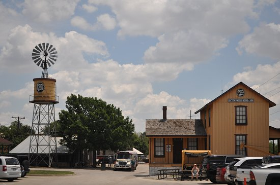 Grapevine Vintage Railroad : Grapevine Station along the historic Cotton Belt