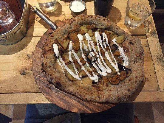 Purezza Camden: Couch Potato Pizza - The seitan is delicious!!