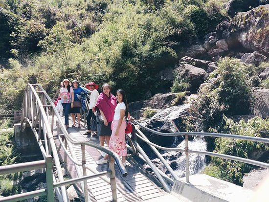 Thac Bac Waterfall (Silver Falls): The bridge that allows tourists to have a full view of Thac Bac Waterfall