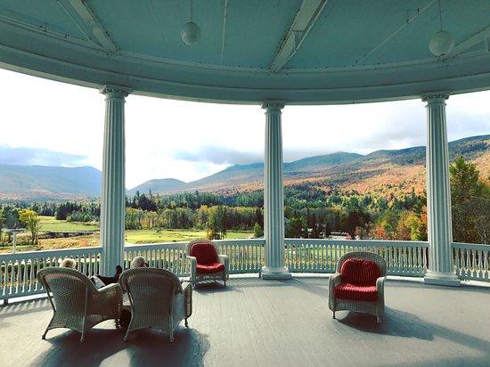 Omni Mount Washington Resort: Side Porch