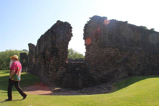 Skenfrith Castle : outer walls