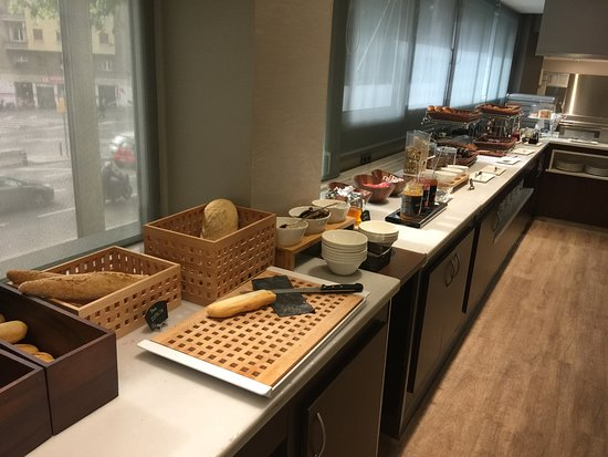 Catalonia Atenas Hotel: Breakfast