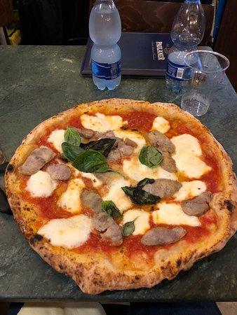 Da Pellone: Margherita pizza with buffalo Mozz and sausage