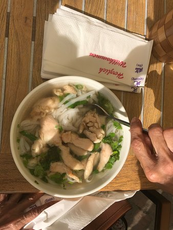 Mai-Wok & Grill: Chicken pho was delicious