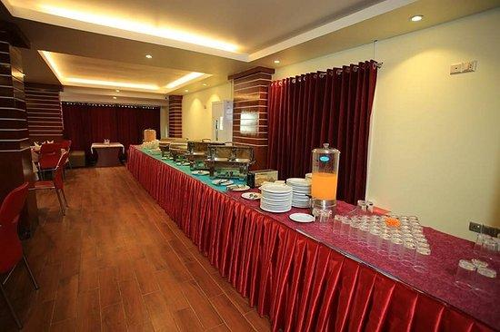 Royal Beach Resort: Restaurant