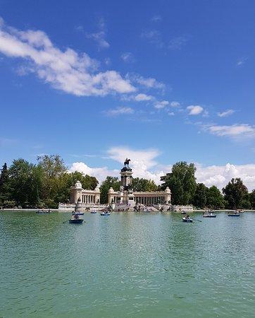 Estanque Grande del Retiro : Nice lake in Retiro Park