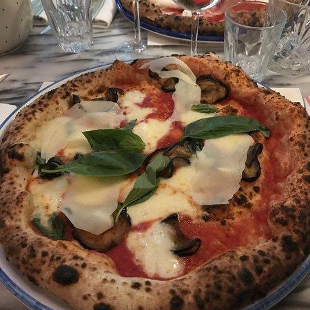 Mamma Primi: Pizzas et desserts