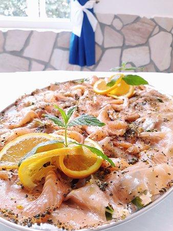 Ristorante Nido d'Aquila: Salmone agli agrumi ed erbette