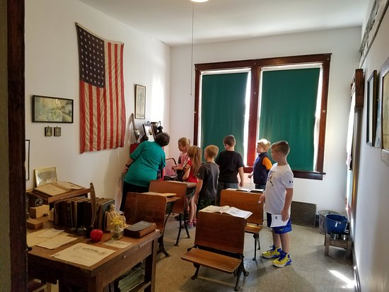 Cedar Lake Historical Association Museum: School groups of all ages enjoy museum tours.
