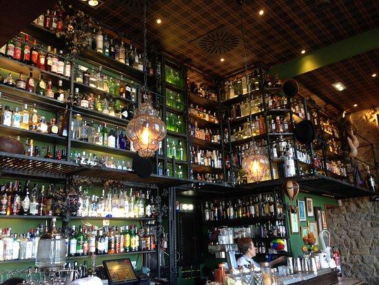 Cocteleria Varsovia: Interior of the bar