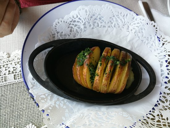 Restaurant Shtastliveca : Baked potatoes with butter and dill