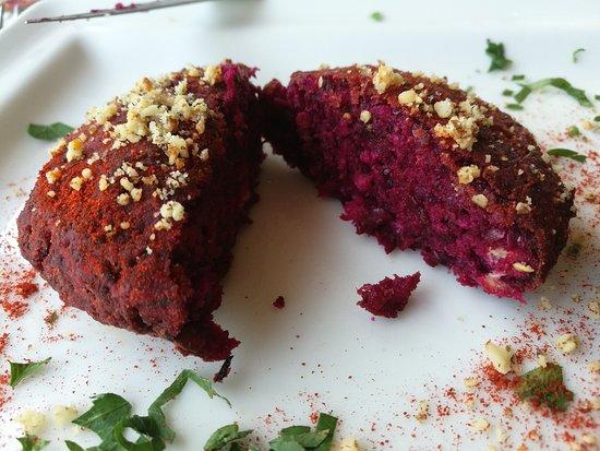 Restaurant Shtastliveca : Vegan balls (beetroot and lentils)