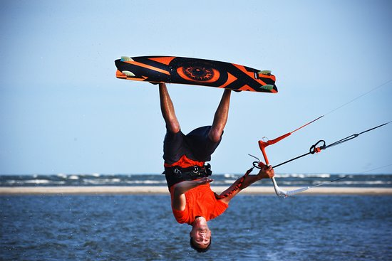Session Sports: See life from a new perspective with a kiteboarding lesson!