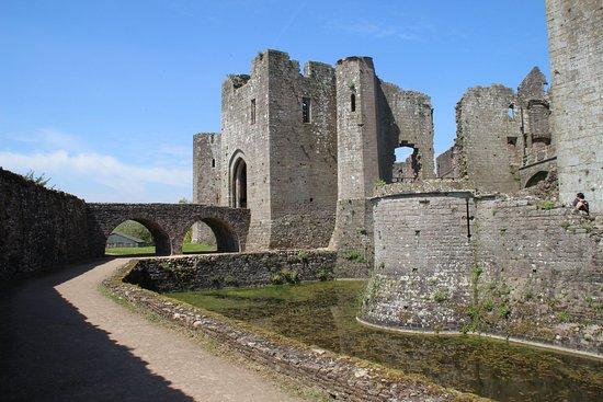 Raglan Castle照片