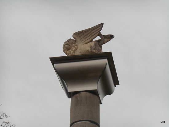 Praca Italia: Praça Itália: leão alado