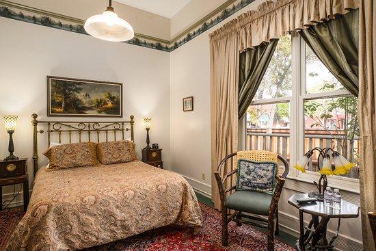 Garden Street Inn Downtown San Luis Obispo: Standard Queen Upstairs