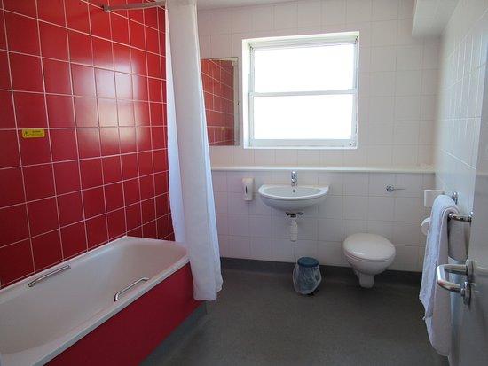Travelodge Worthing Seafront : Bathroom