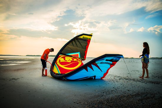 Session Sports: Learn how to properly set up the gear during the Ground Session kiteboarding lesson.