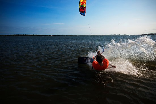 Session Sports: Learn to ride with our Board Session kiteboarding lesson!