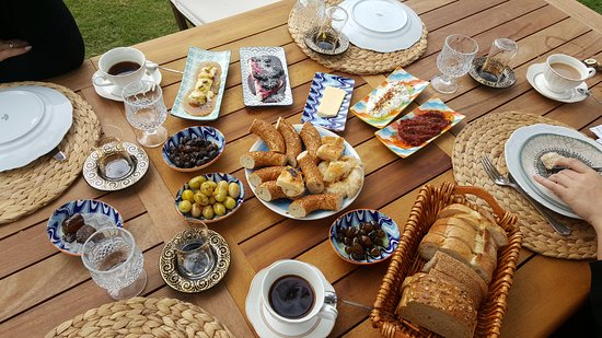 Ayse Hanim Konagi: Breakfast
