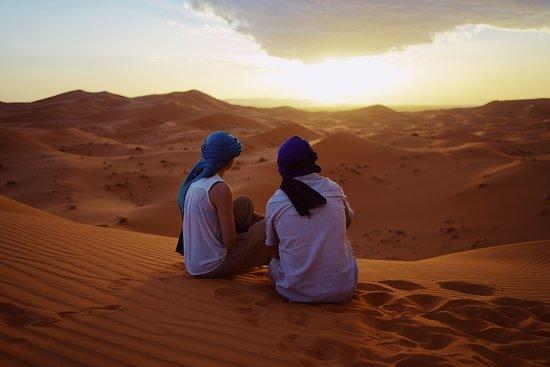 Easy Morocco Tours: atardecer en el desierto