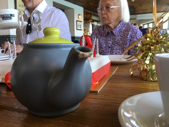 The Still & West : Badly chipped crockery