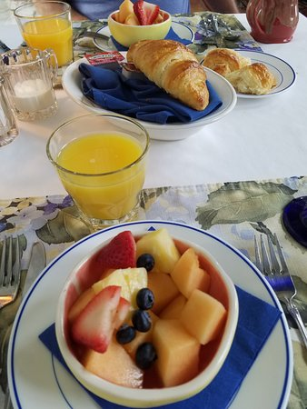 Claremont Inn & Winery : Breakfast - Phase 1