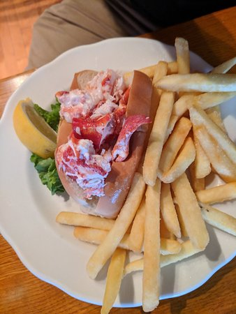 The Thirsty Whale Tavern : Lobster roll