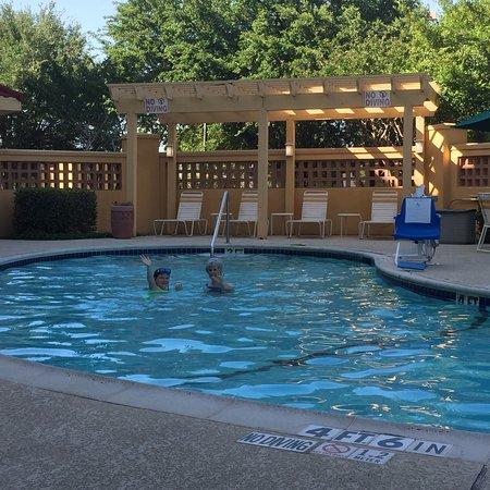 La Quinta Inn & Suites Dallas Arlington South: Great pool