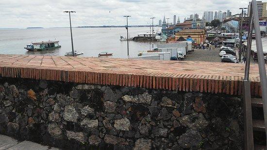 Forte do Presepio : Do Forte, uma vista de Belém e da baía ade Guajará