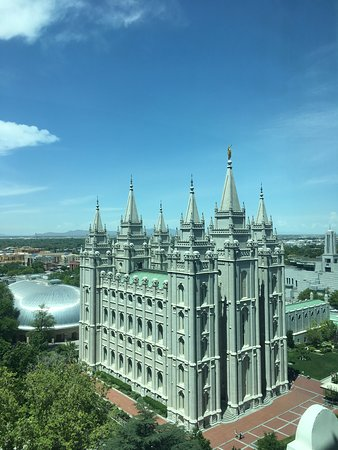 Attraction Explorers - Salt Lake City Tours: View of the Temple from Joseph Smith building